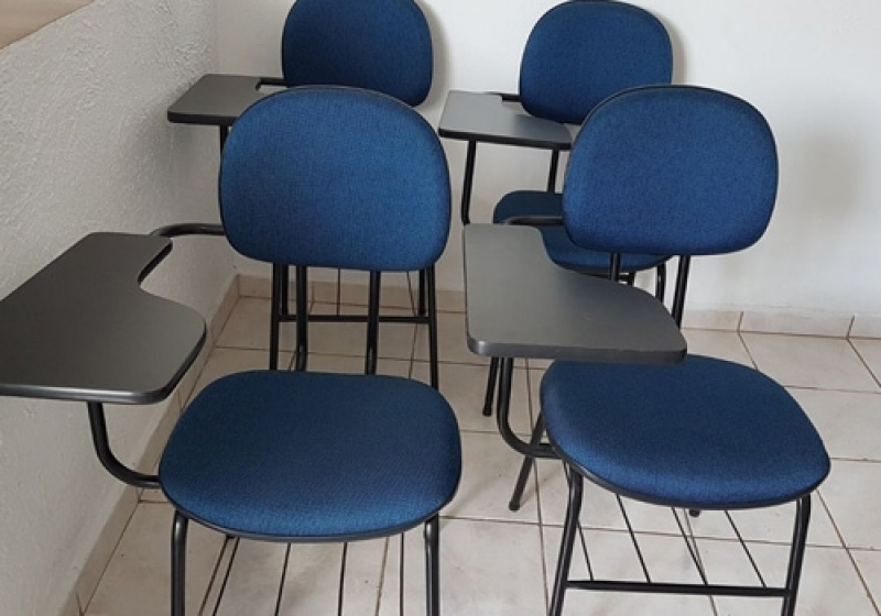 Cadeira Universitária Estofada Cotar Itaipava - Cadeira Universitária Estofada com Prancheta
