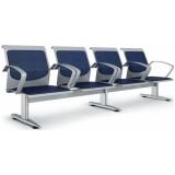cadeira longarina com assento rebatível Santa Luzia