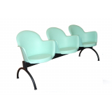 cadeiras longarina com assento rebatível Rau