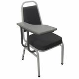 cadeira universitária com prancheta frontal